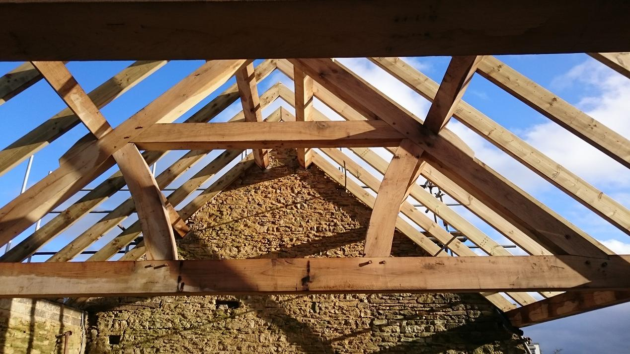 Queen post truss prices uk quality oak framed trusses for Price on roof trusses