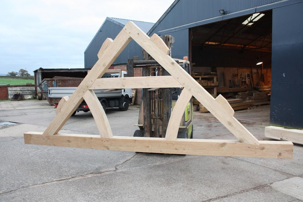 Oak King Post Truss curved and tied